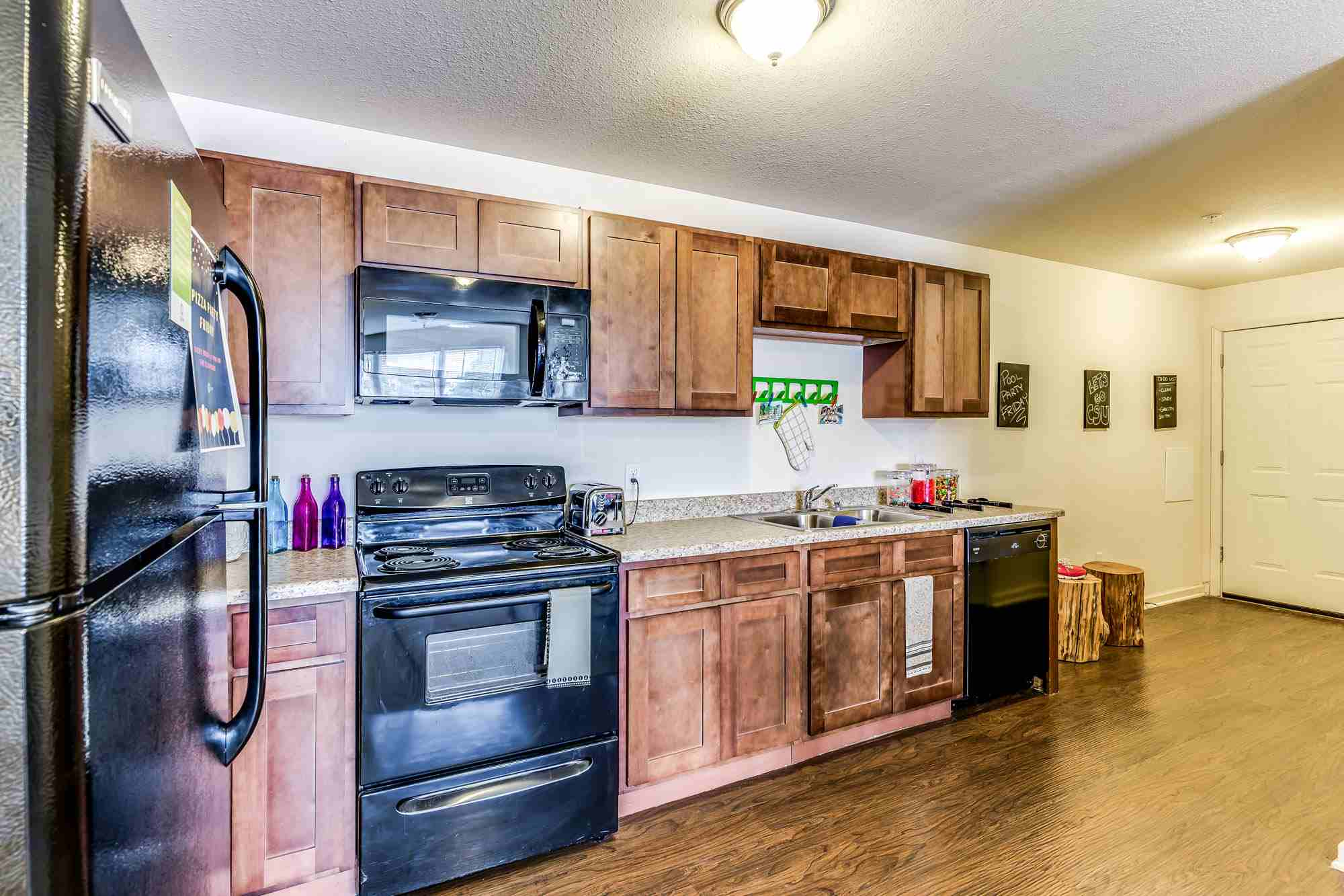 Grove-At-Fort-Collins-CO-Kitchen-Unilodgers