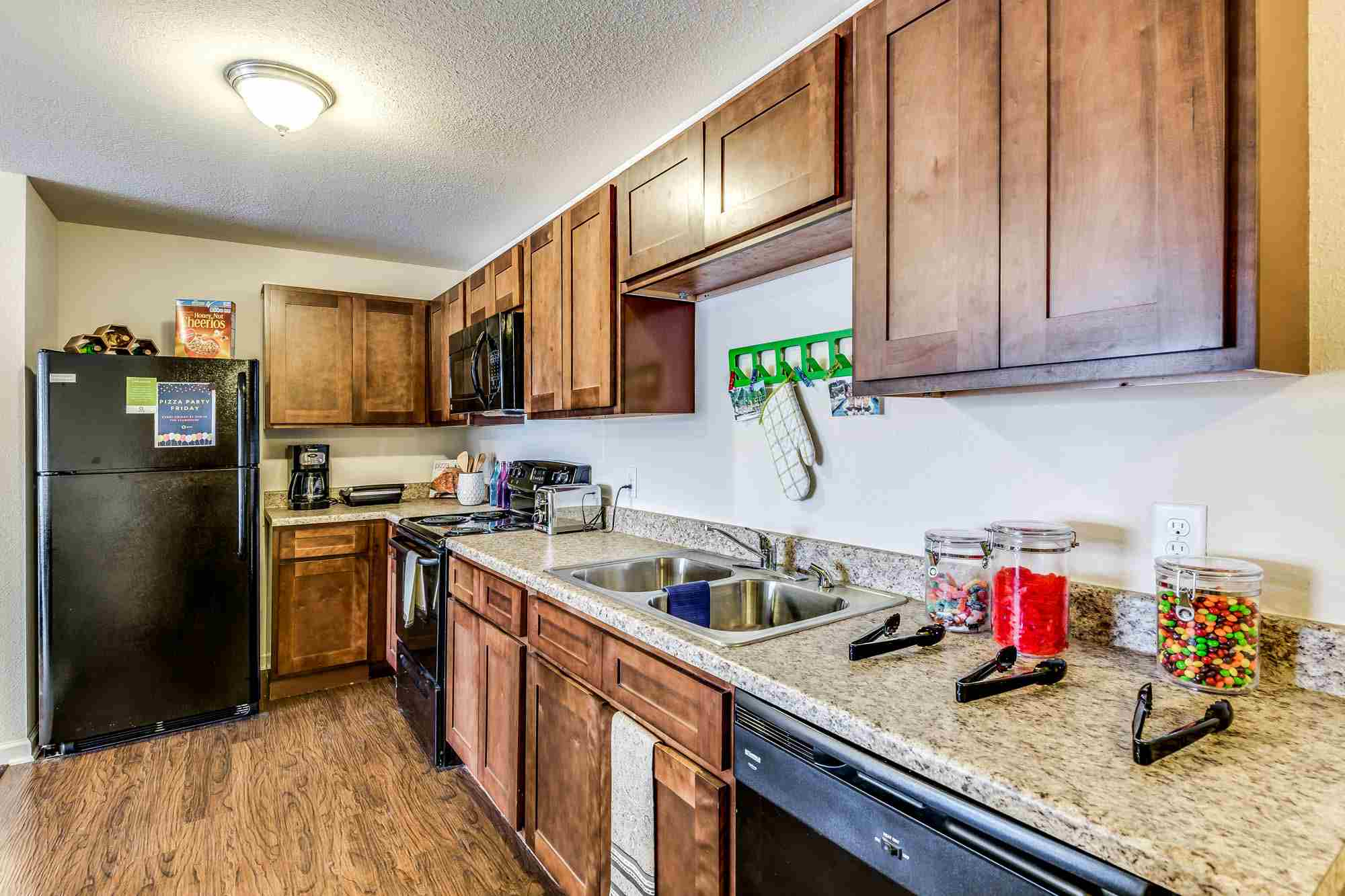 Grove-At-Fort-Collins-CO-Kitchen2-Unilodgers