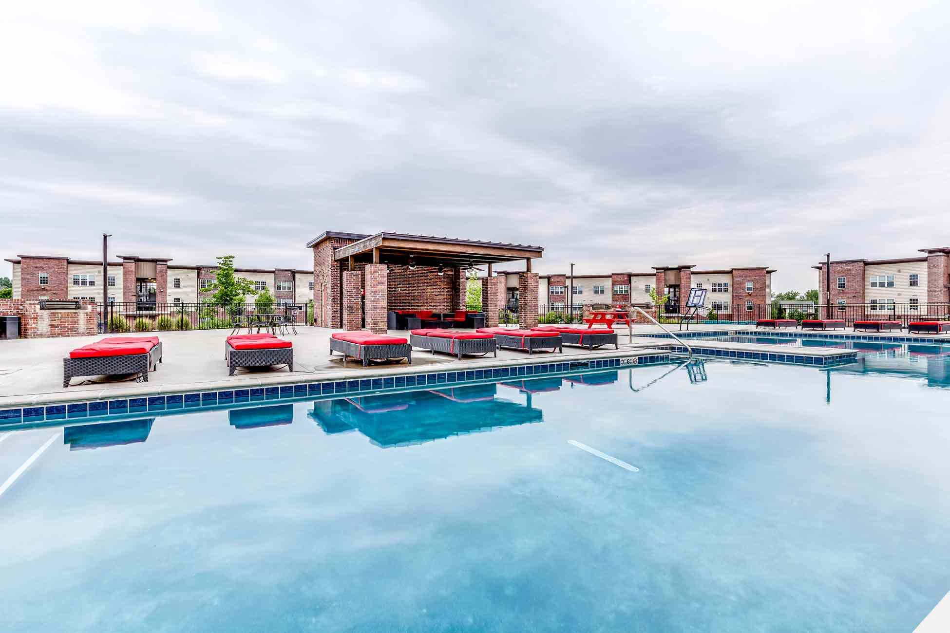 Grove-At-Fort-Collins-CO-Poolside-2-Unilodgers