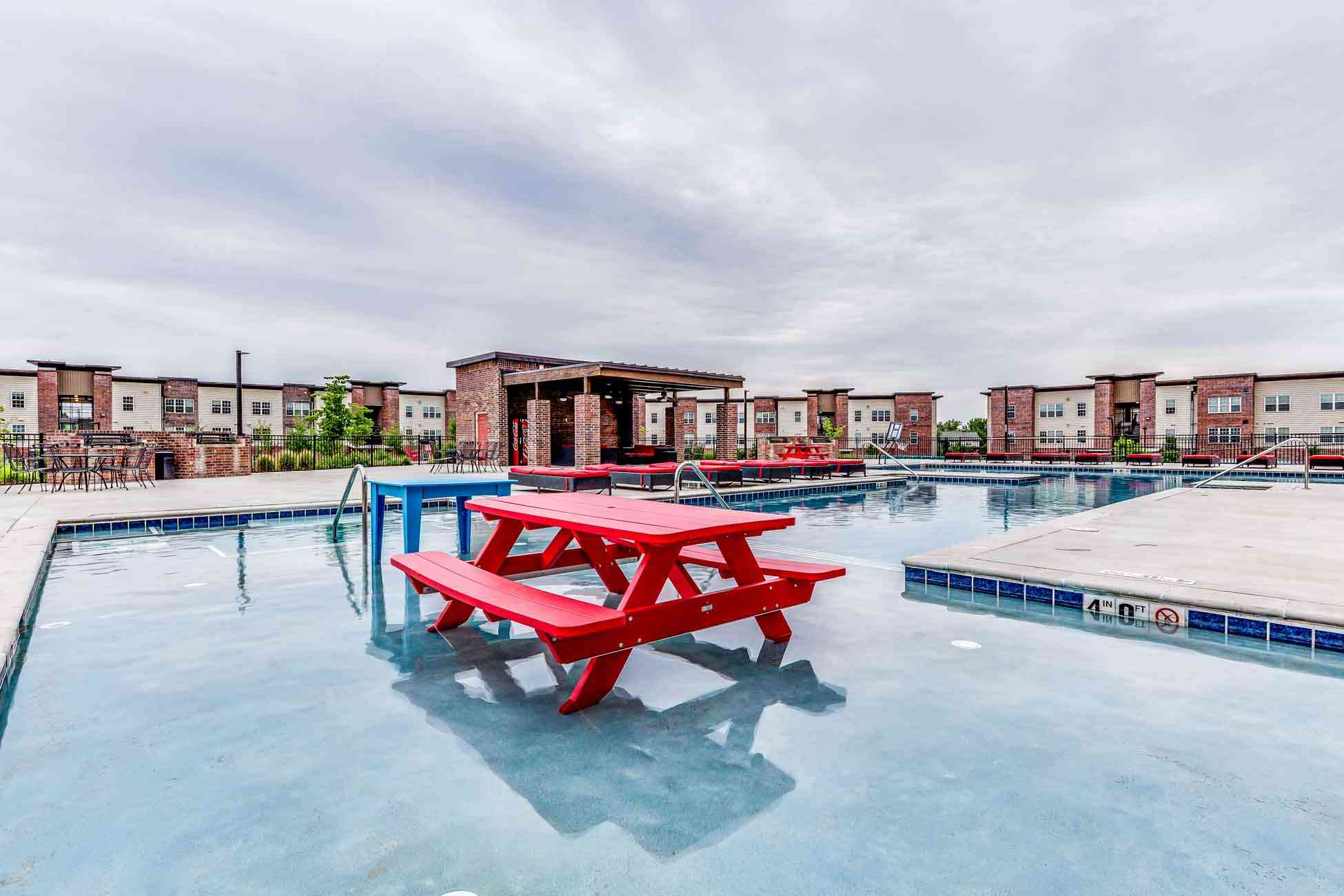 Grove-At-Fort-Collins-CO-Poolside-Unilodgers