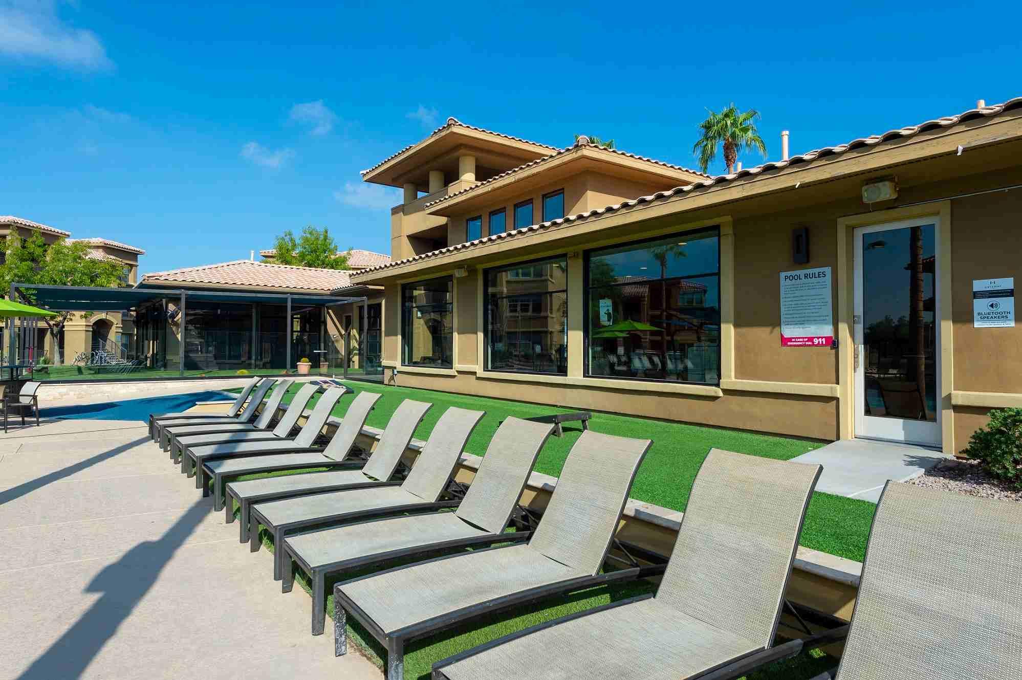 Gateway-At-Tempe-AZ-Poolside-2-Unilodgers