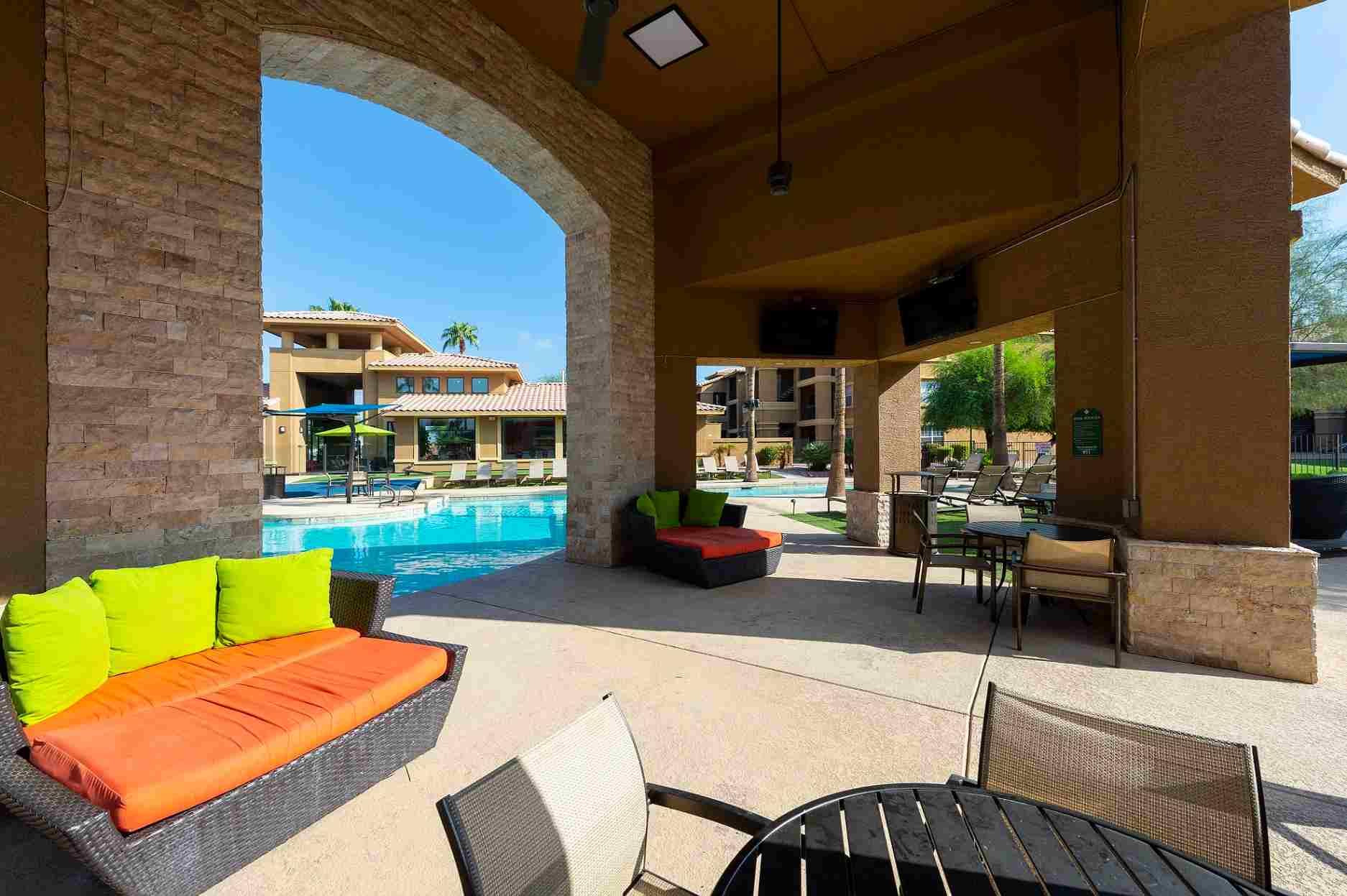Gateway-At-Tempe-AZ-Poolside-3-Unilodgers