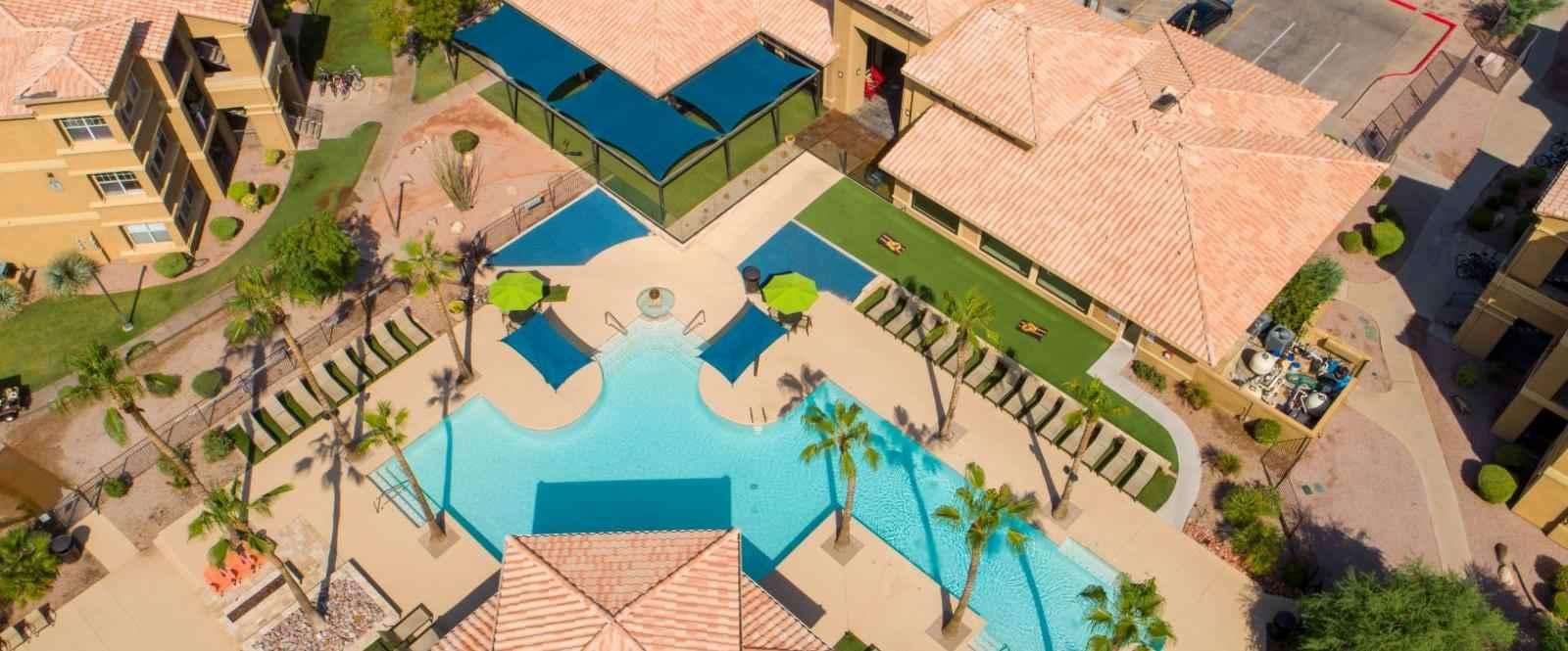 Gateway-At-Tempe-AZ-Poolside-4-Unilodgers