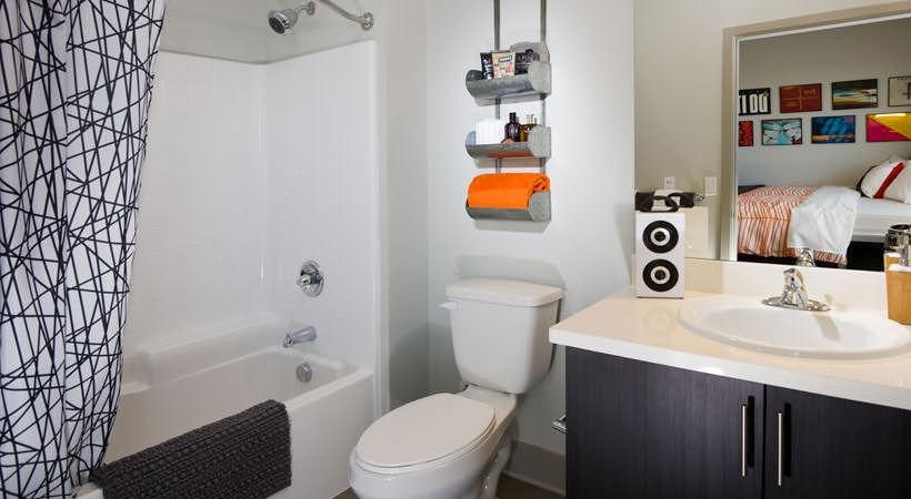 BLVD-63-San-Diego-CA-Bathroom-Unilodgers