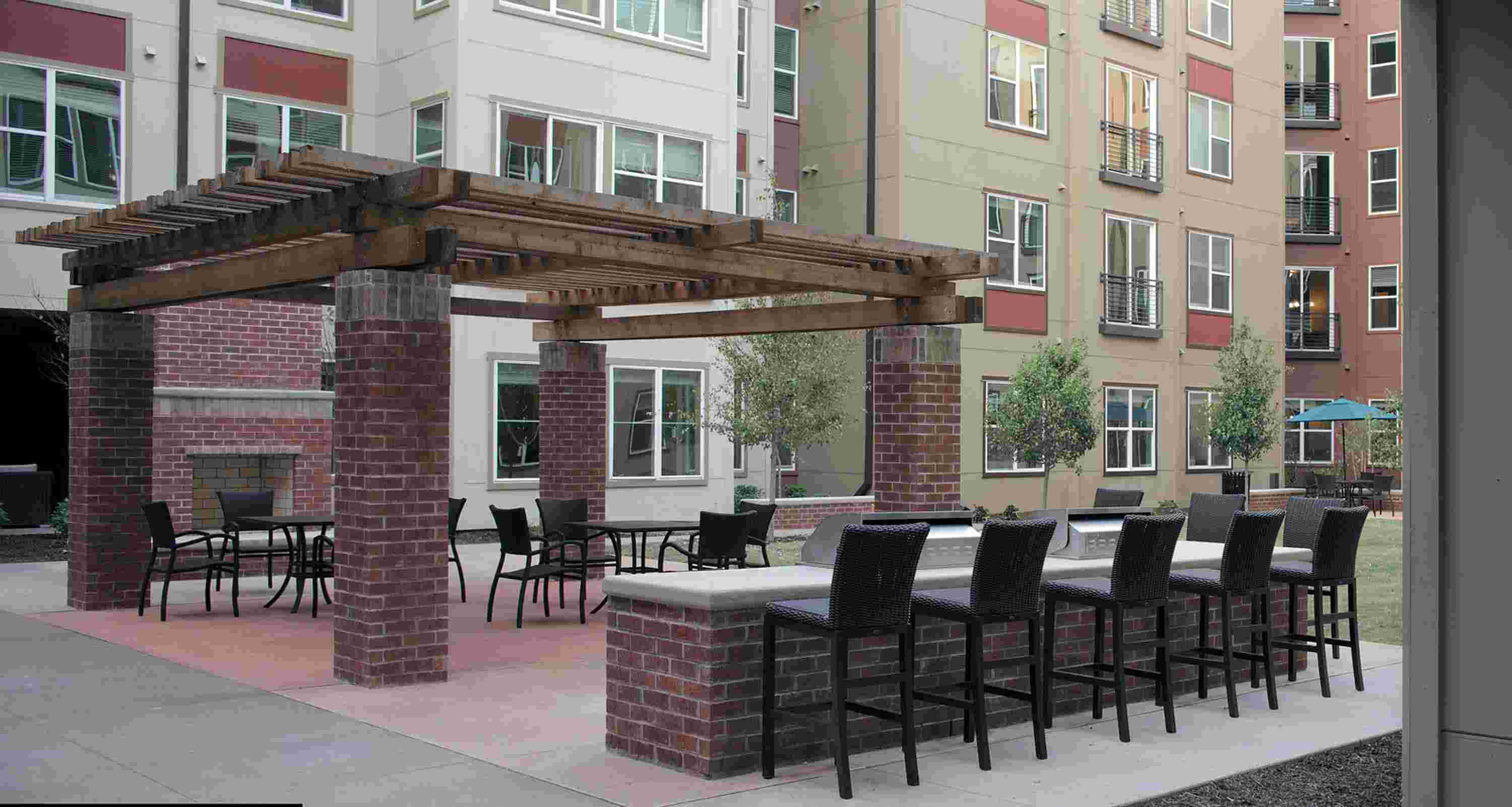 The-Lofts-At-City-Center-Tuscaloosa-AL-Outdoor-Courtyard-Unilodgers.