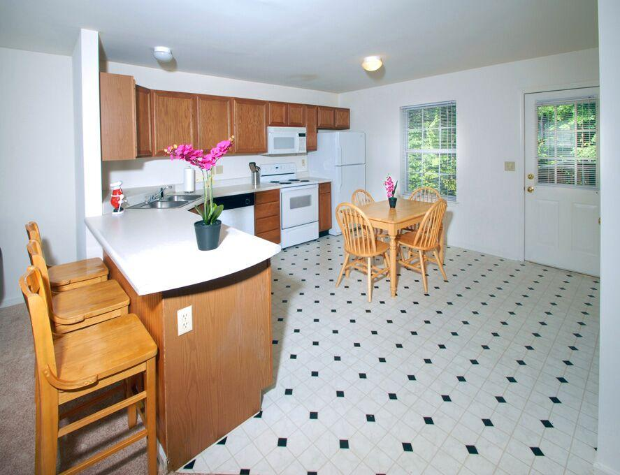 Copper-Beech-Townhomes-Oakwood-State-College-PA-Kitchen-Unilodgers