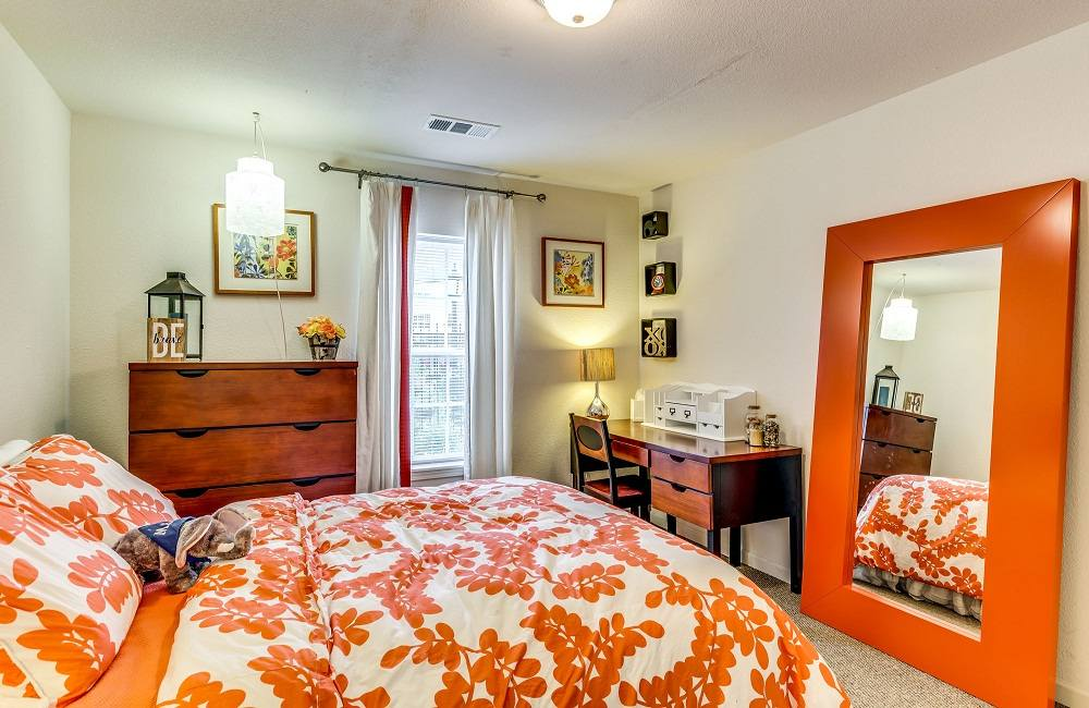 The-Arch-Fort-Wayne-IN-Bedroom-Unilodgers