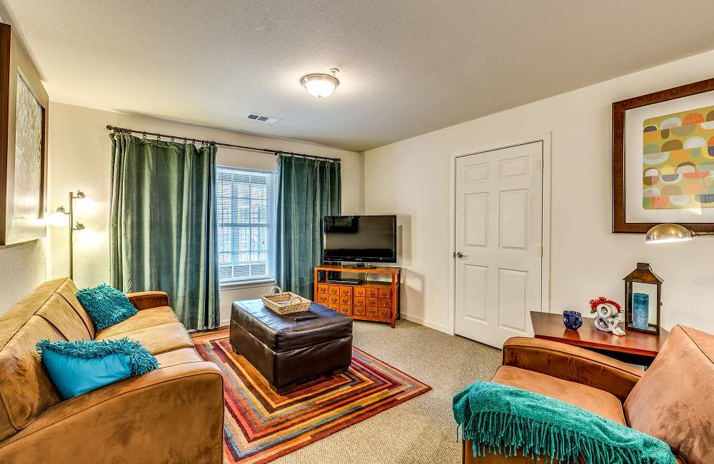 The-Arch-Fort-Wayne-IN-Living-Room-Unilodgers