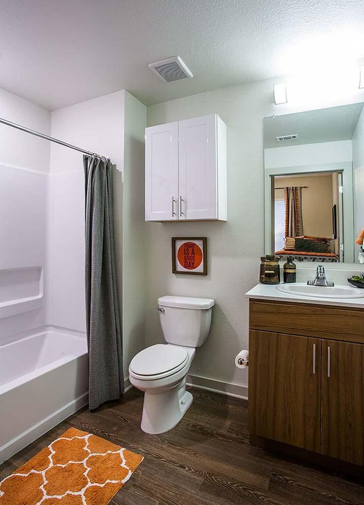 Gather-Dickson-Fayetteville-Bathroom-Unilodgers