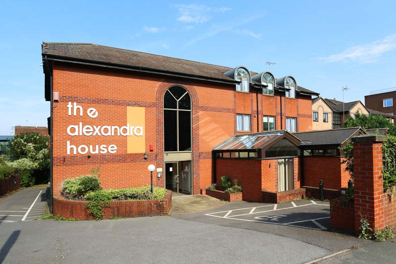 Alexandra-House-High-Wycombe-Exterior-View-Unilodgers