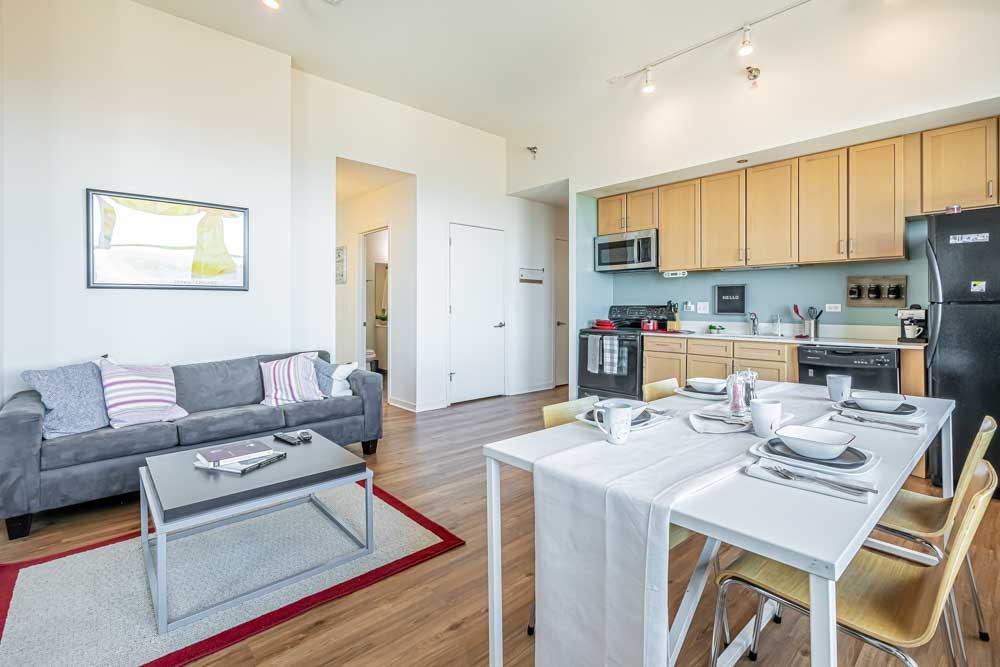 The-Bunkingham-Chicago-Apartments-Chicago-IL-Kitchen-With-Dining-Area-Unilodgers