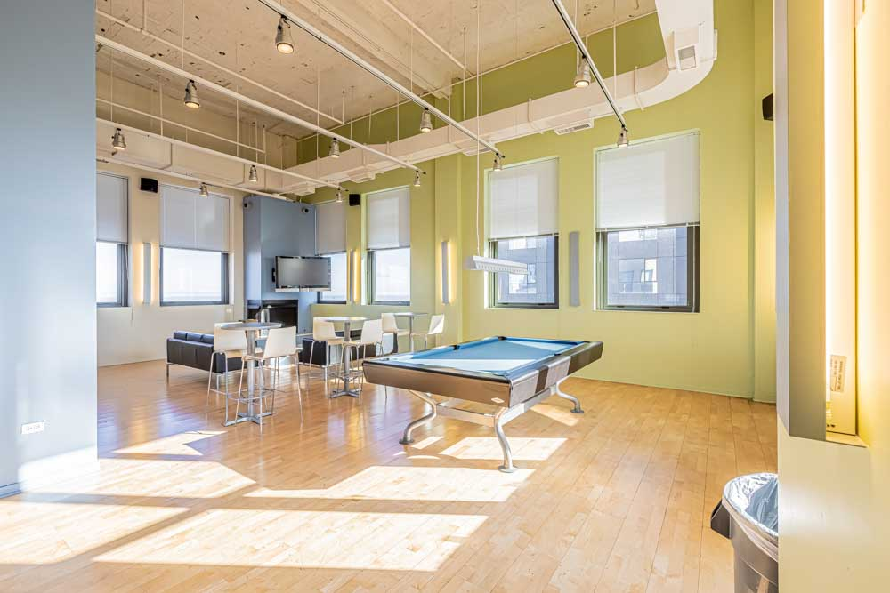 The-Bunkingham-Chicago-Apartments-Chicago-IL-Pool-Table-Unilodgers