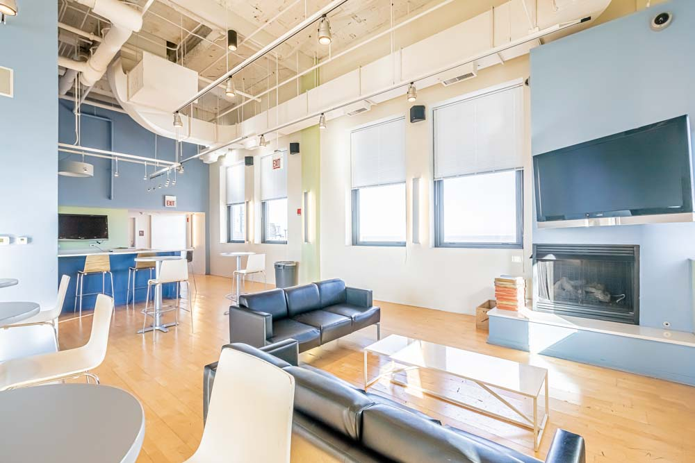 The-Bunkingham-Chicago-Apartments-Chicago-IL-Common-Space-Unilodgers