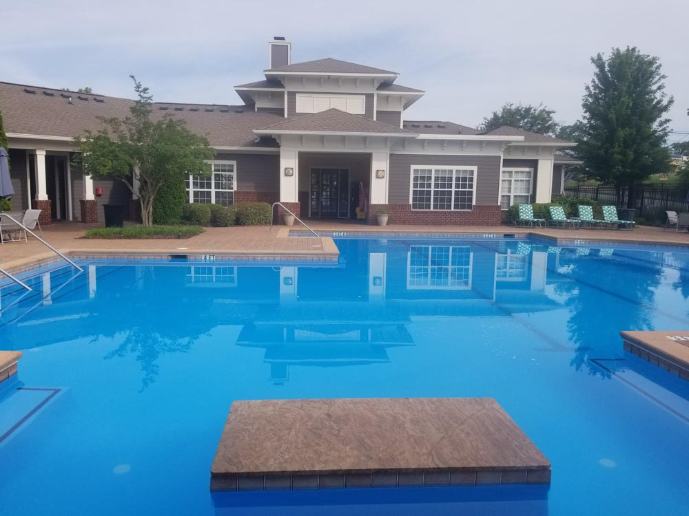 21-Apartments-Starkville-MS-Pool-Unilodgers