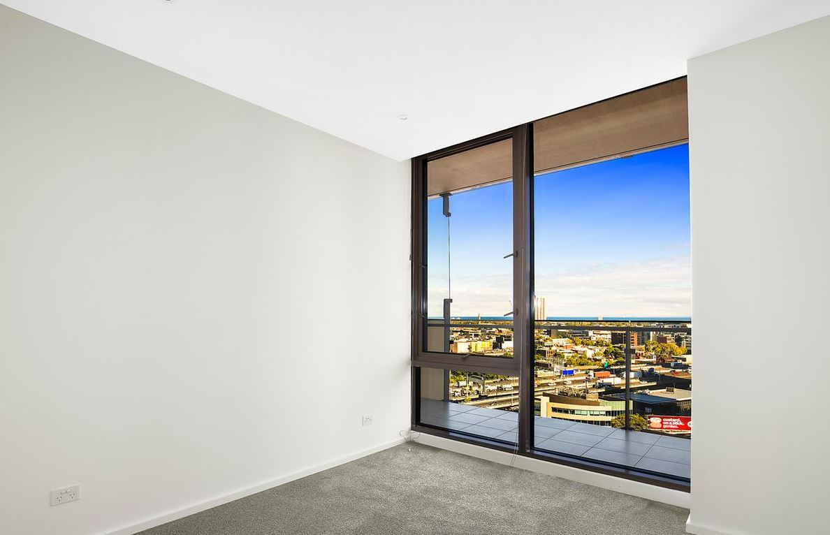 1605-118-kavanagh-street-southbank-student-accommodation-Melbourne-Bedroom-Unilodgers