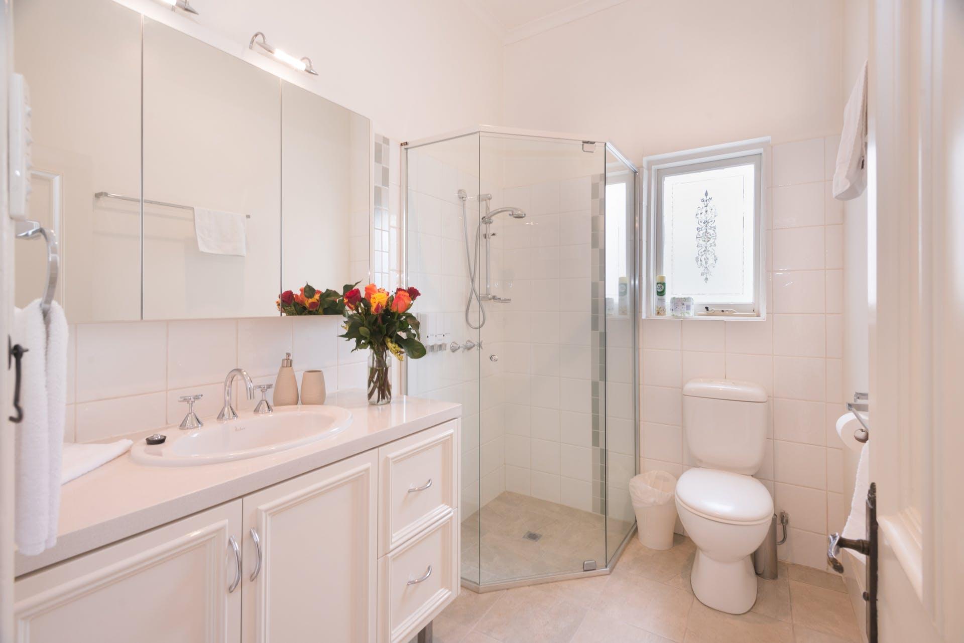 601-king-street-west-melbourne-student-accommodation-Melbourne-bathroom-1-Unilodgers