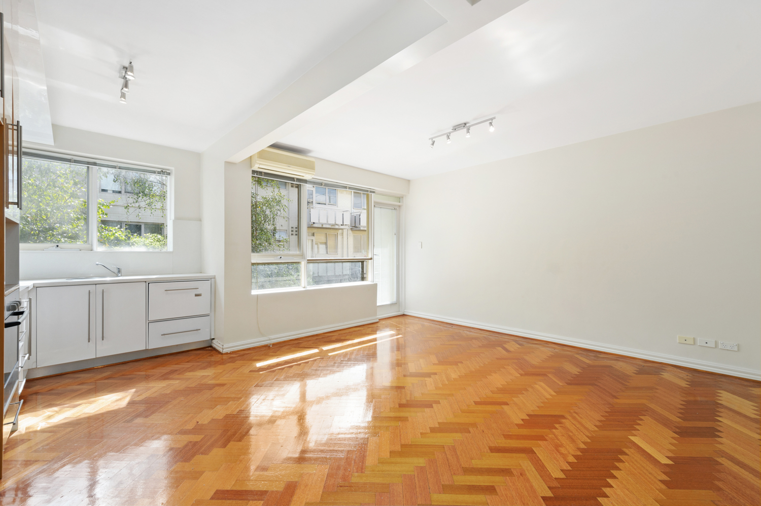 12-11-kooyong-road-armadale-student-accommodation-Melbourne-Living-Area-Unilodgers