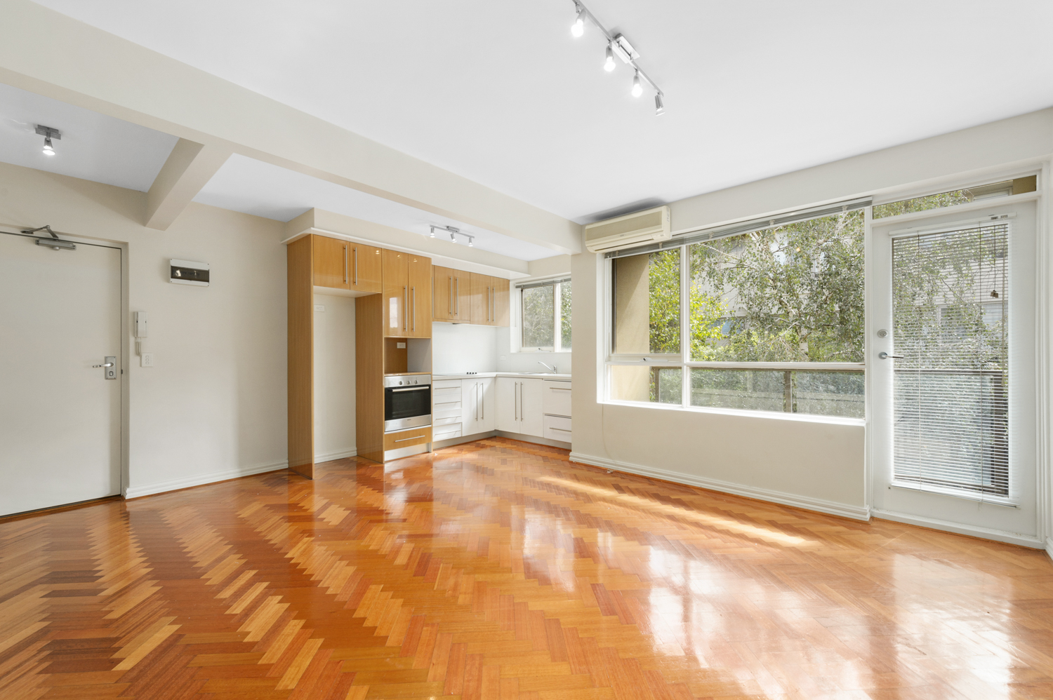 12-11-kooyong-road-armadale-student-accommodation-Melbourne-Living-Area-1-Unilodgers
