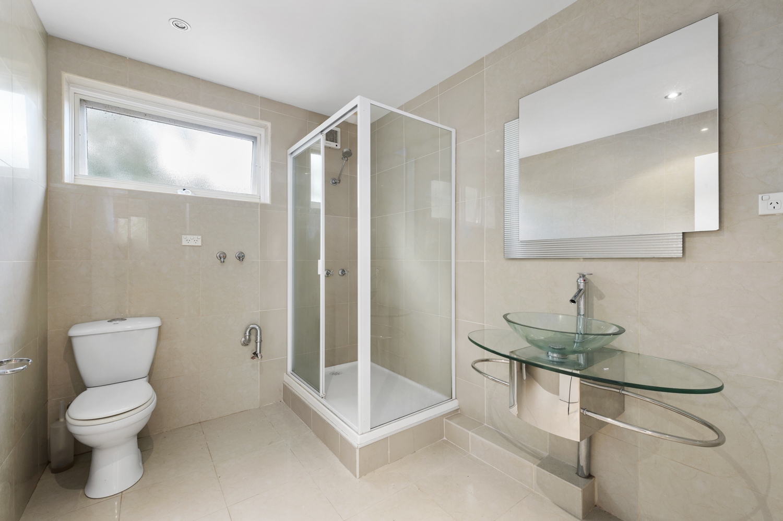 12-11-kooyong-road-armadale-student-accommodation-Melbourne-Bathroom-Unilodgers