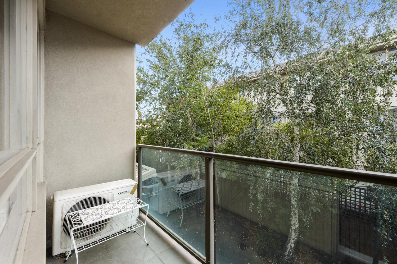 12-11-kooyong-road-armadale-student-accommodation-Melbourne-Balcony-Unilodgers