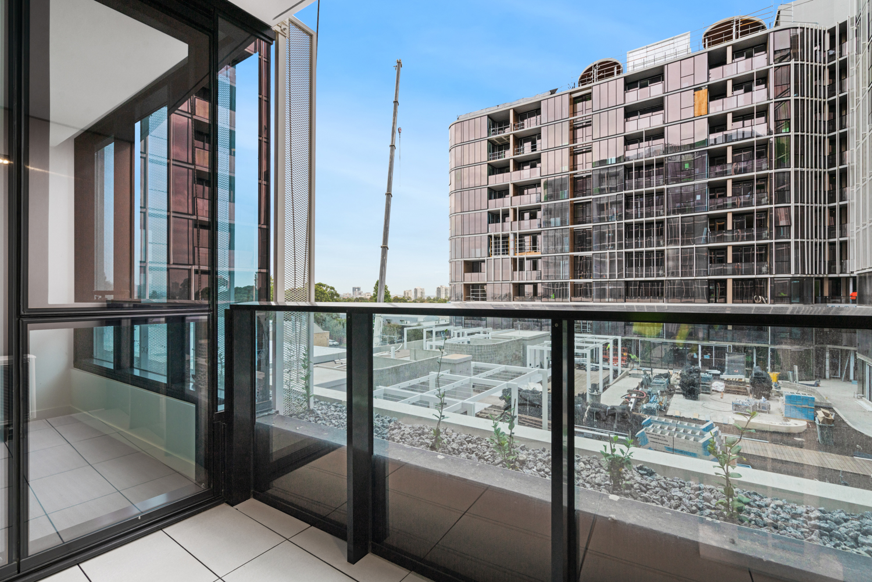 401b-320-plummer-street-port-melbourne-student-accommodation-Melbourne-Balcony-Unilodgers