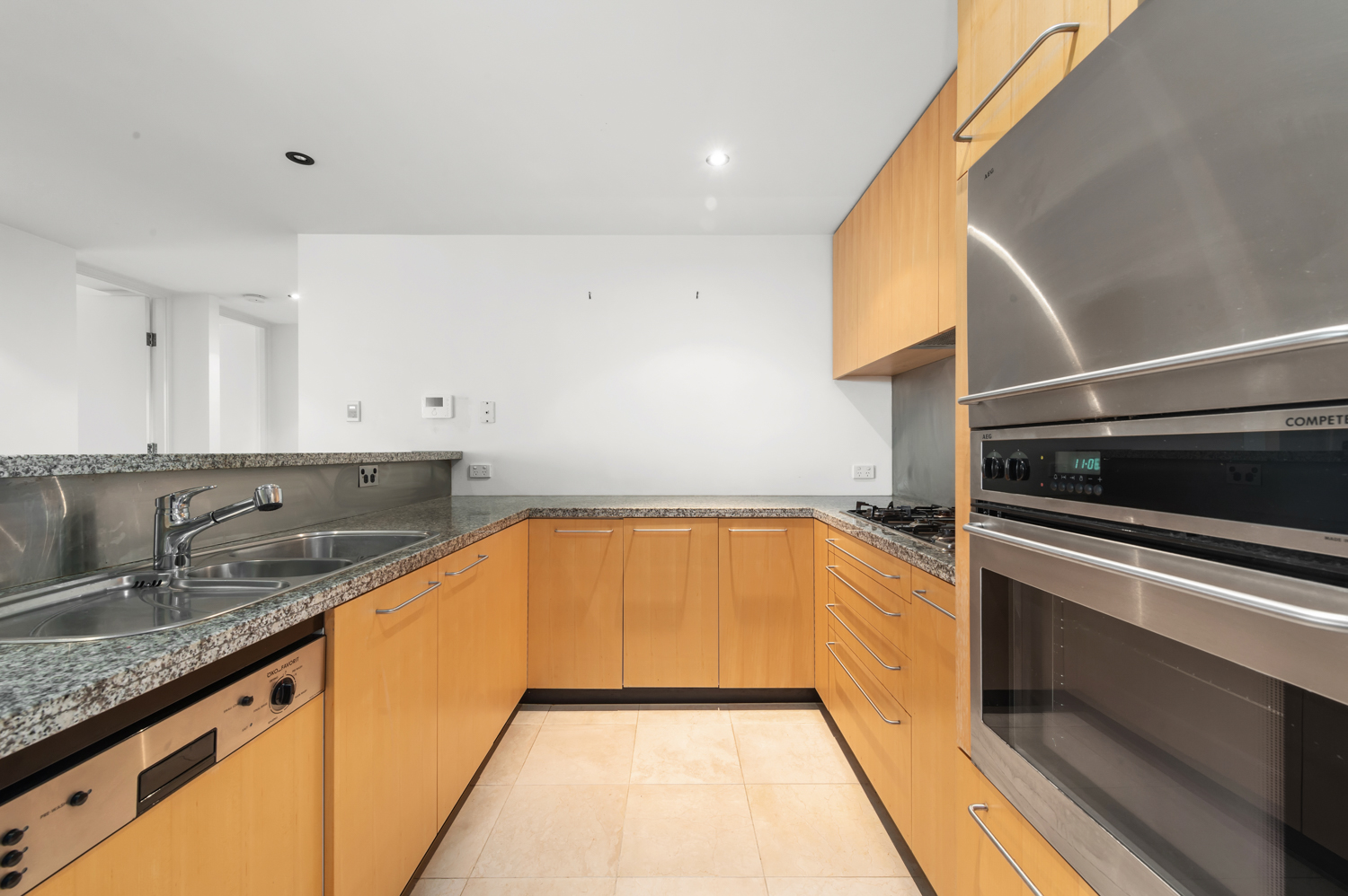 152-299-queen-street-melbourne-student-accommodation-Melbourne-Kitchen-2-Unilodgers