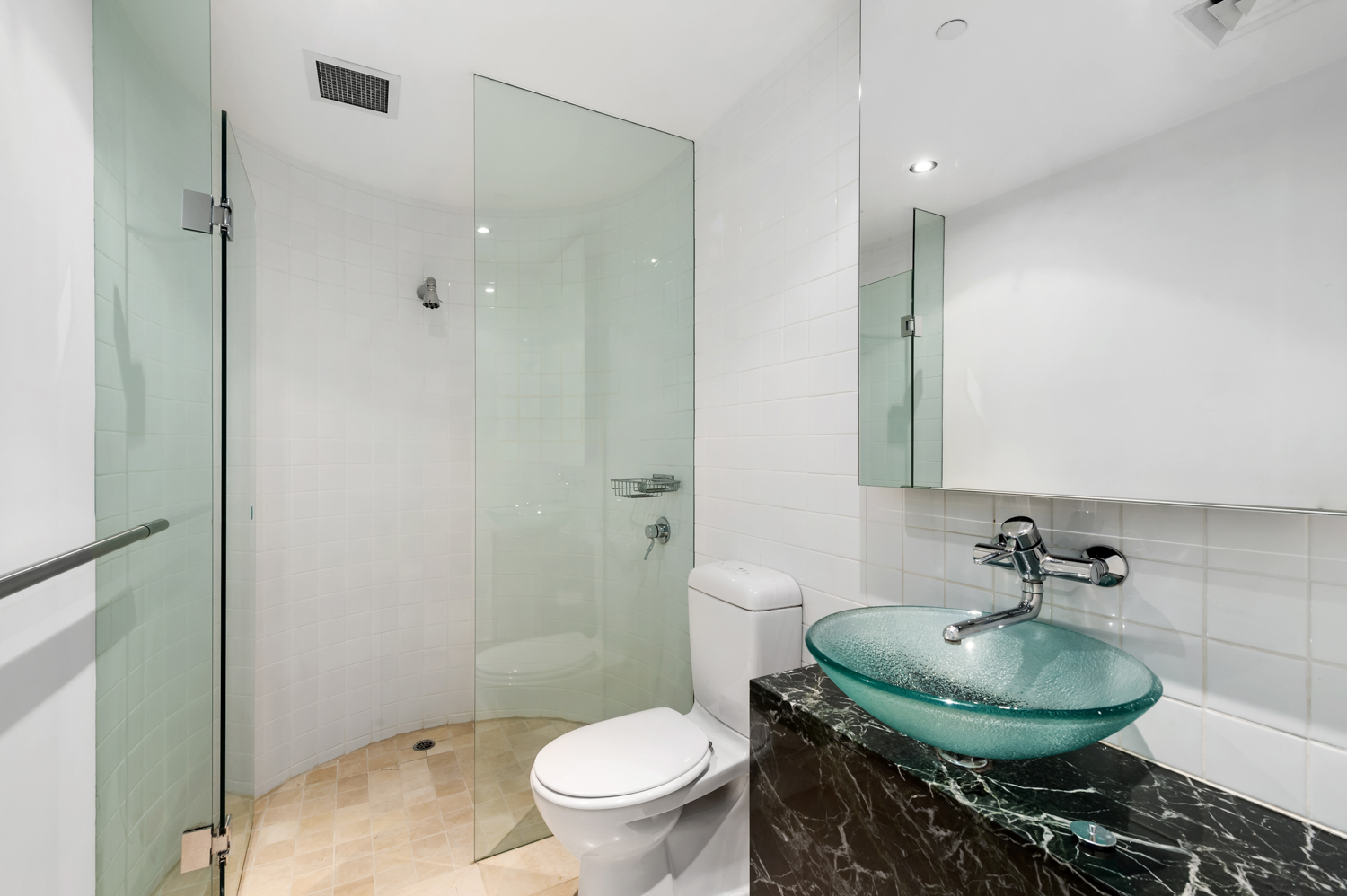152-299-queen-street-melbourne-student-accommodation-Melbourne-Bathroom-Unilodgers