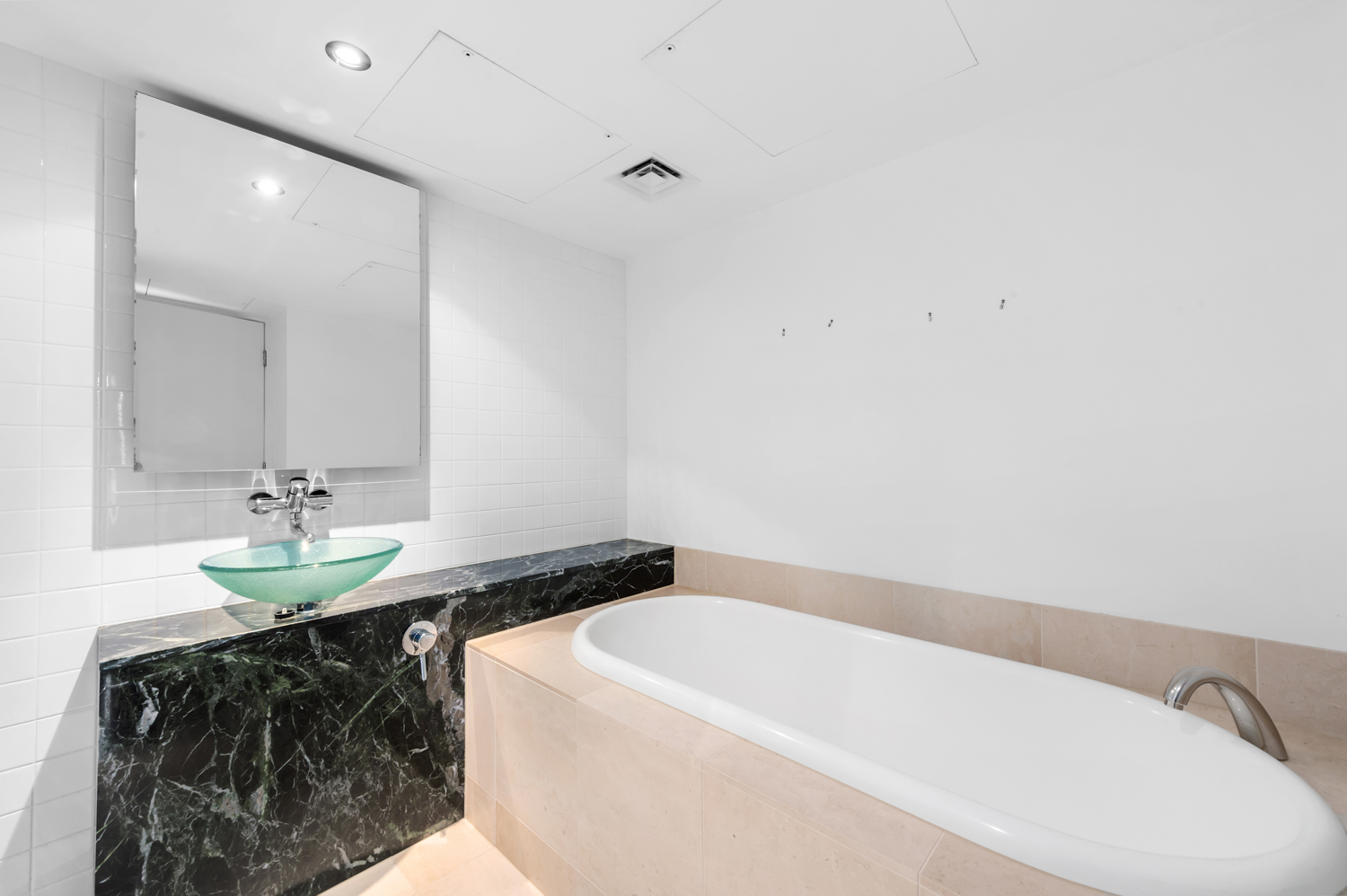 152-299-queen-street-melbourne-student-accommodation-Melbourne-Bathroom-2-Unilodgers