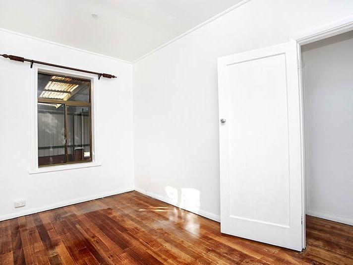 13-batman-road-port-melbourne-student-accommodation-Melbourne-Bedroom-Unilodgers