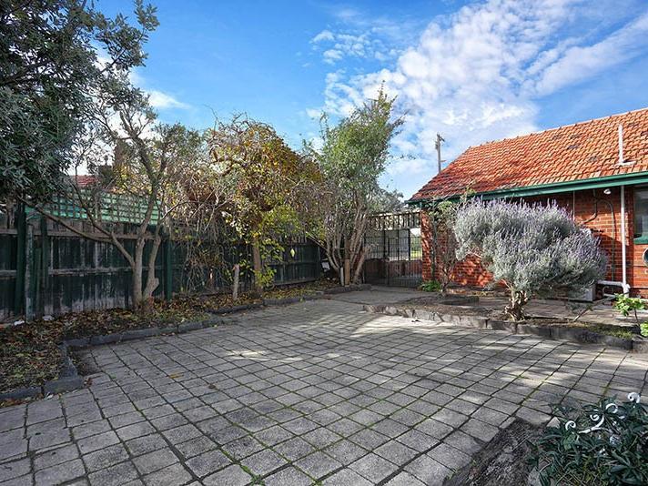 13-batman-road-port-melbourne-student-accommodation-Melbourne-Courtyard-Unilodgers
