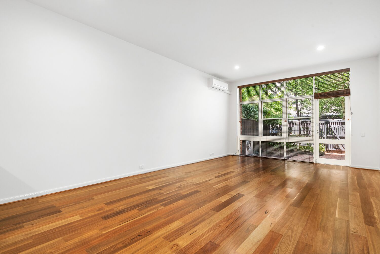 3-55-batman-street-west-melbourne-student-accommodation-Melbourne-Living-Area-Unilodgers
