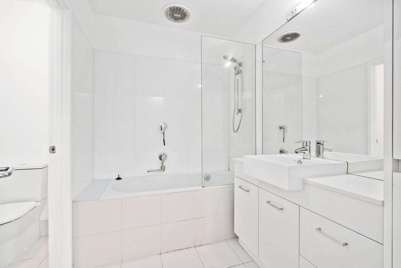 3-55-batman-street-west-melbourne-student-accommodation-Melbourne-Bathroom-Unilodgers