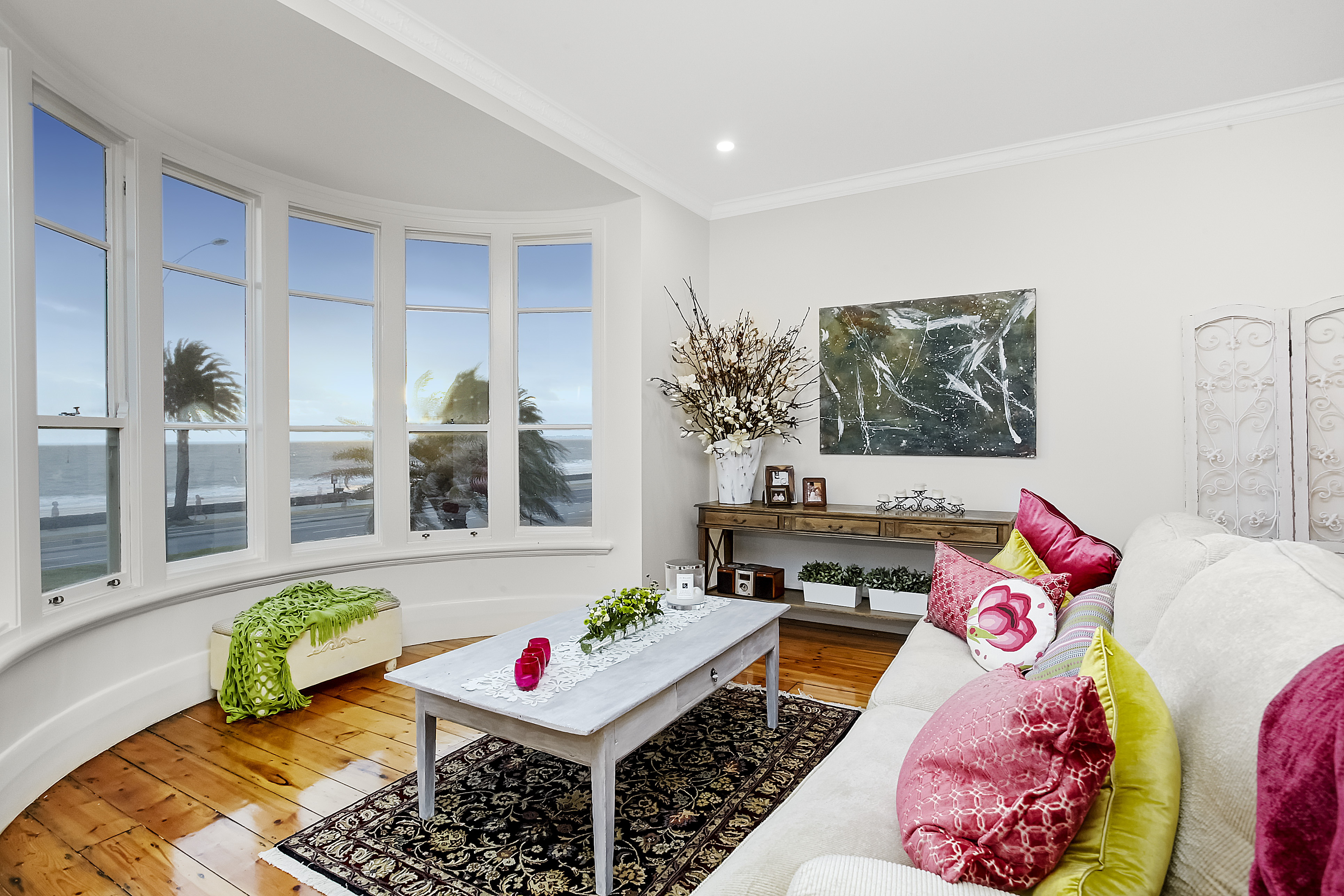 11-243-beaconsfield-parade-middle-park-student-accommodation-Melbourne-Living-Area-Unilodgers