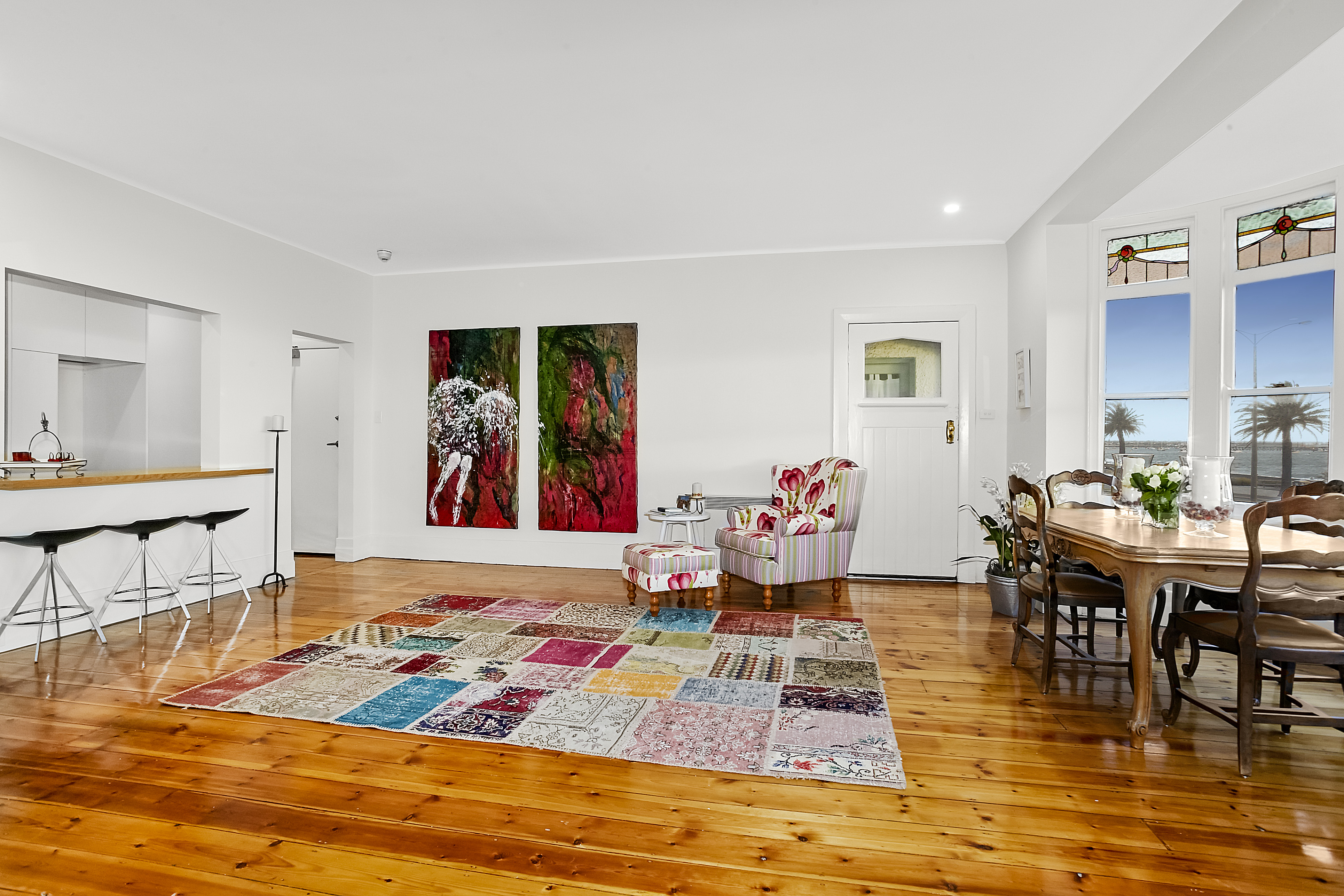 11-243-beaconsfield-parade-middle-park-student-accommodation-Melbourne-Dining-Area-Unilodgers