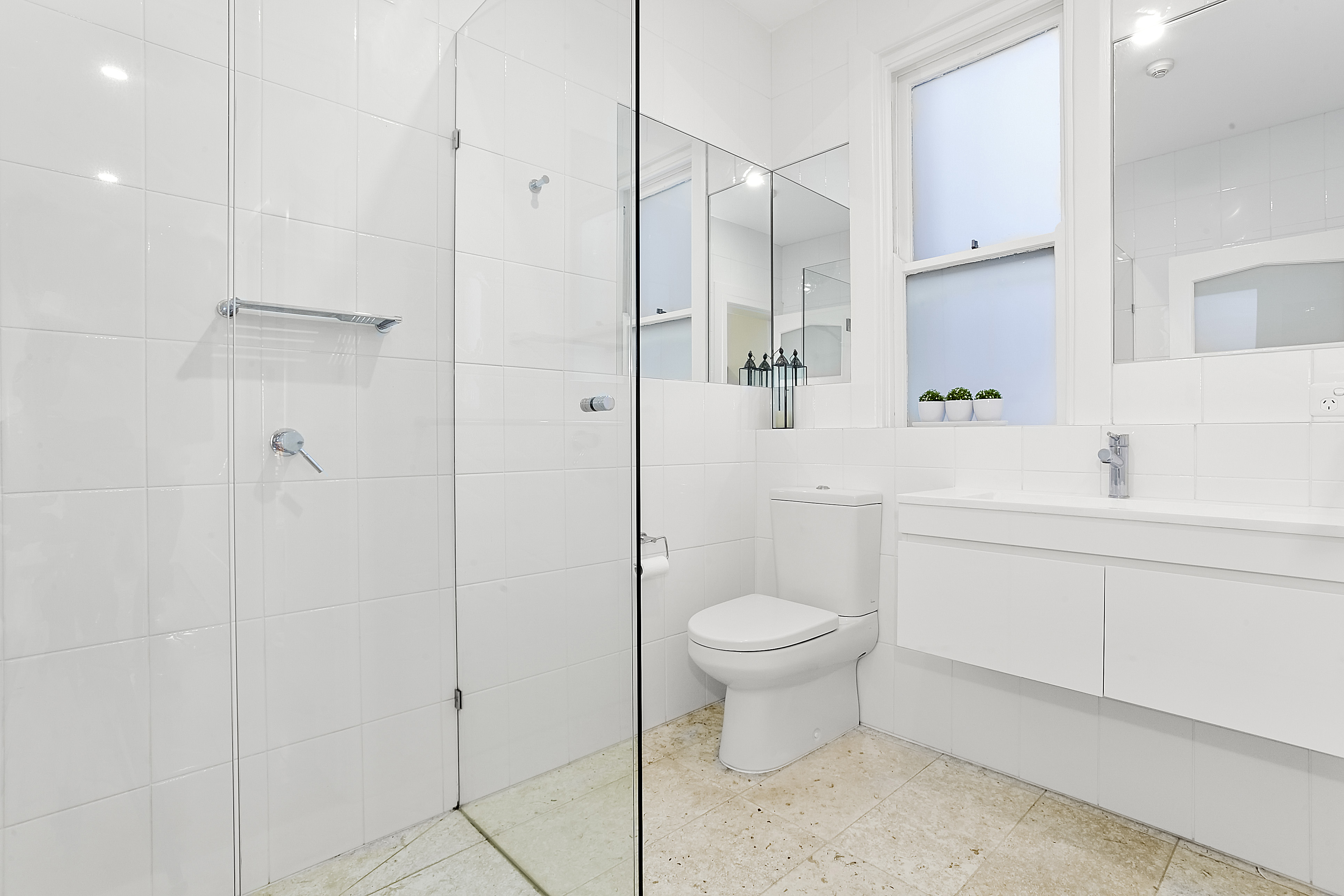 11-243-beaconsfield-parade-middle-park-student-accommodation-Melbourne-Bathroom-Unilodgers