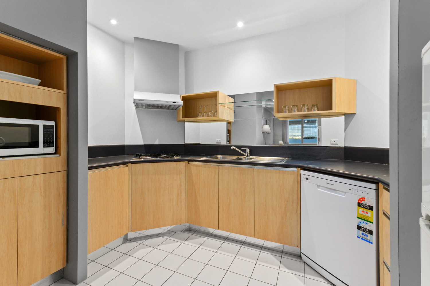 307-604-st-kilda-road-melbourne-student-accommodation-Melbourne-kitchen-Unilodgers