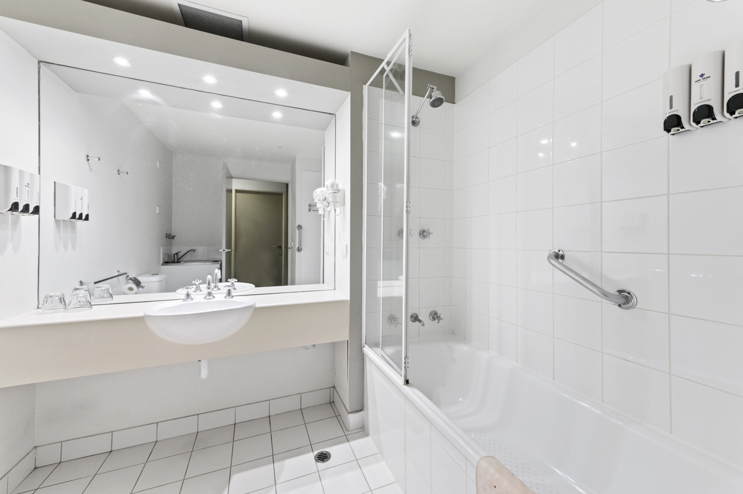 307-604-st-kilda-road-melbourne-student-accommodation-Melbourne-Bathroom-Unilodgers