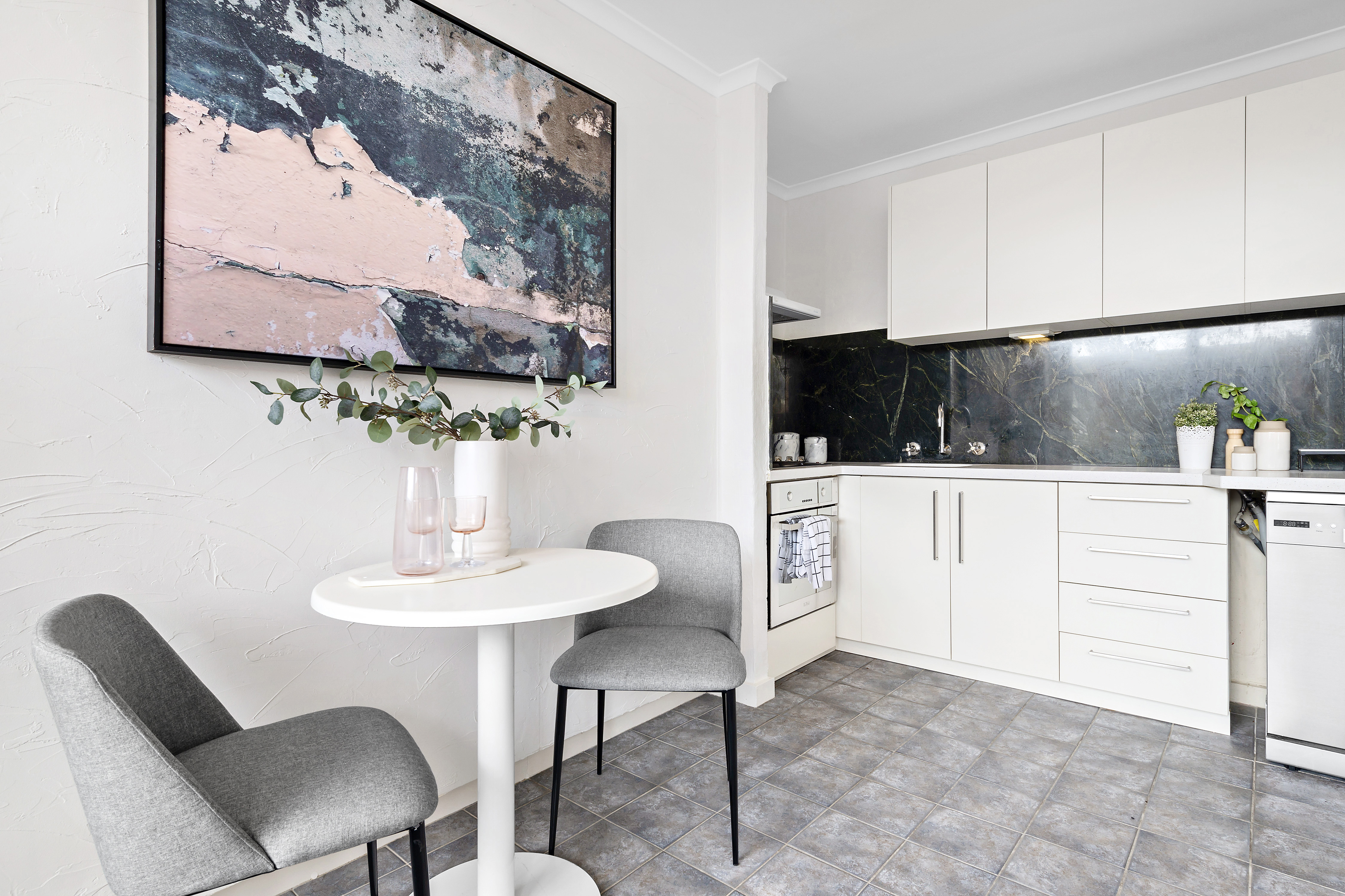 10-72-patterson-street-middle-park-student-accommodation-Melbourne-Dining-Area-Unilodgers