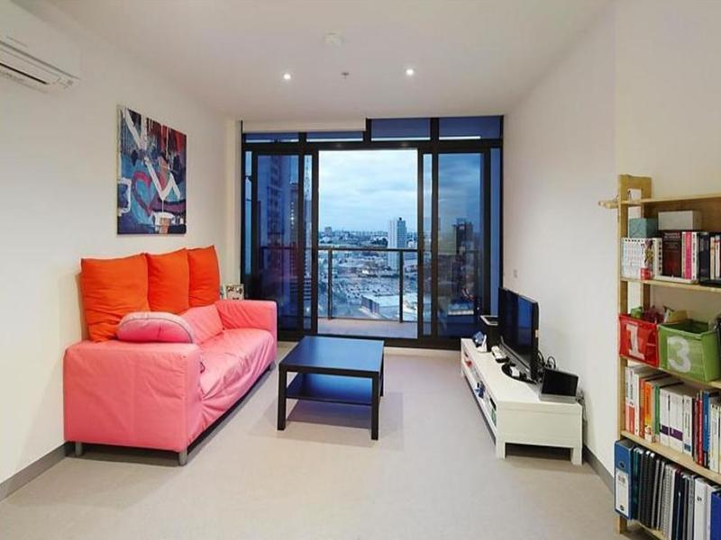 1803-283-city-road-southbank-student-accommodation-Melbourne-Living-Area-Unilodgers