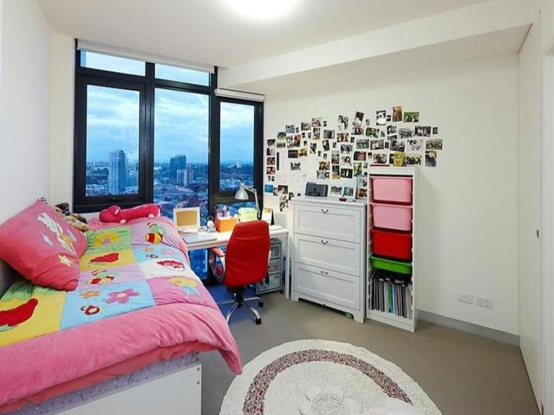 1803-283-city-road-southbank-student-accommodation-Melbourne-Bedroom-2-Unilodgers