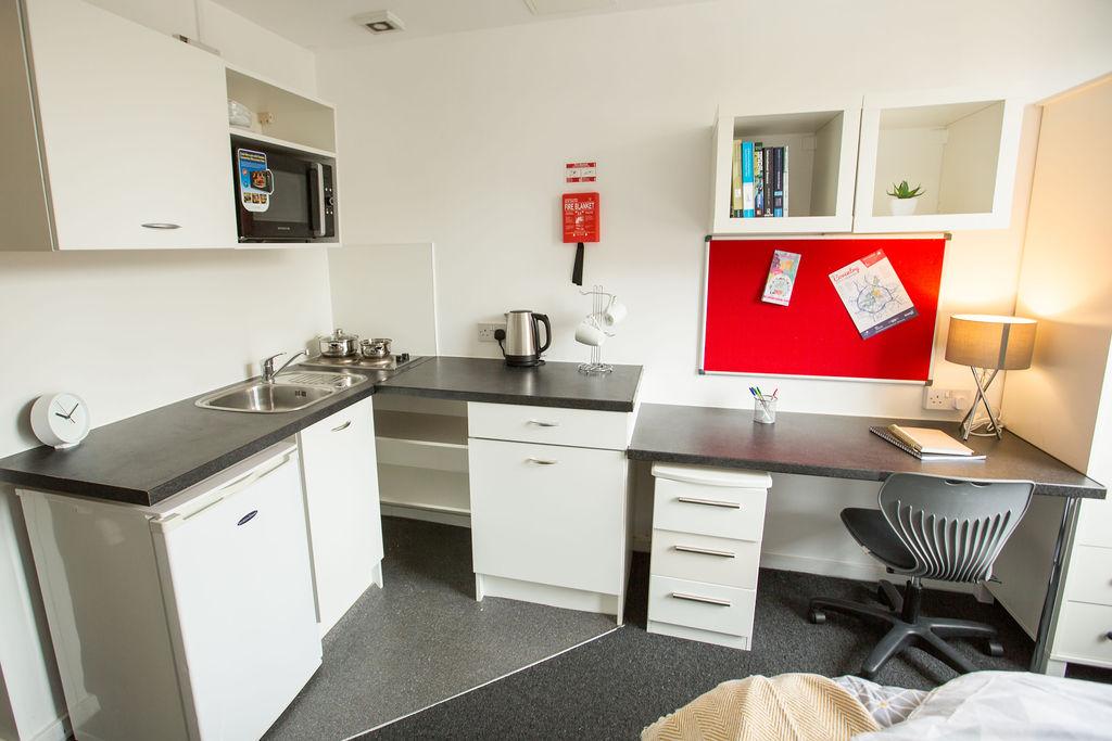 Mercia-Lodge-Coventry-Study-Desk-Unilodgers