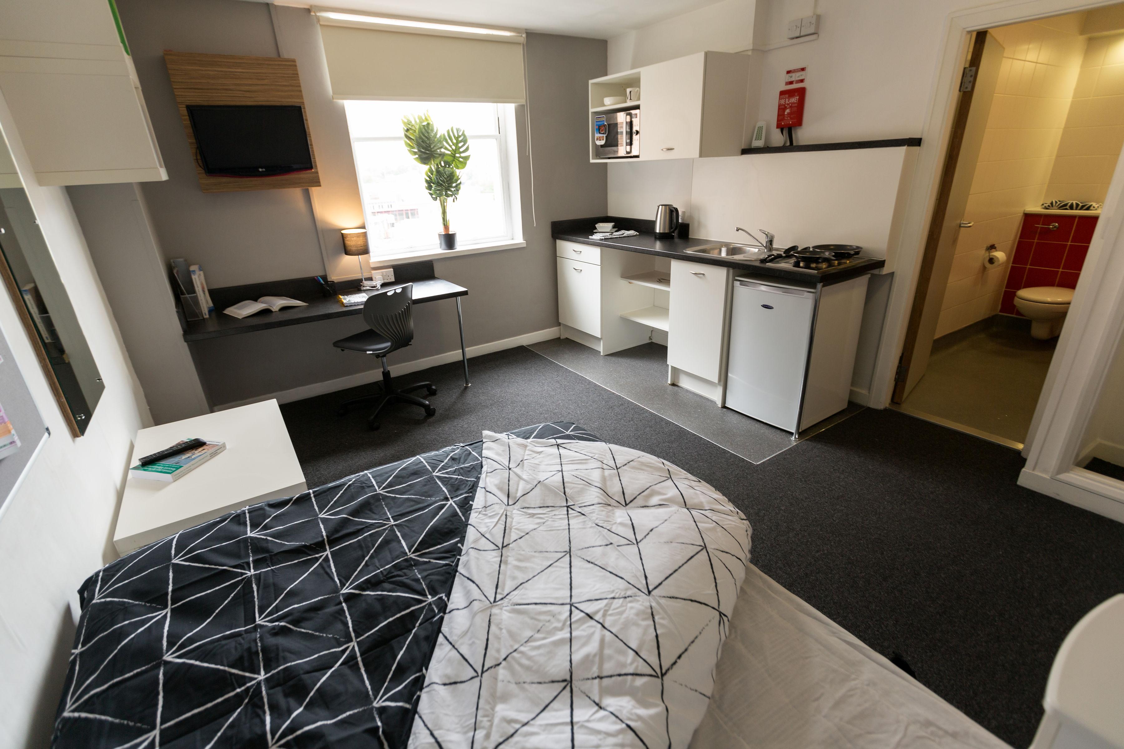 Mercia-Lodge-Coventry-Studio-Unilodgers