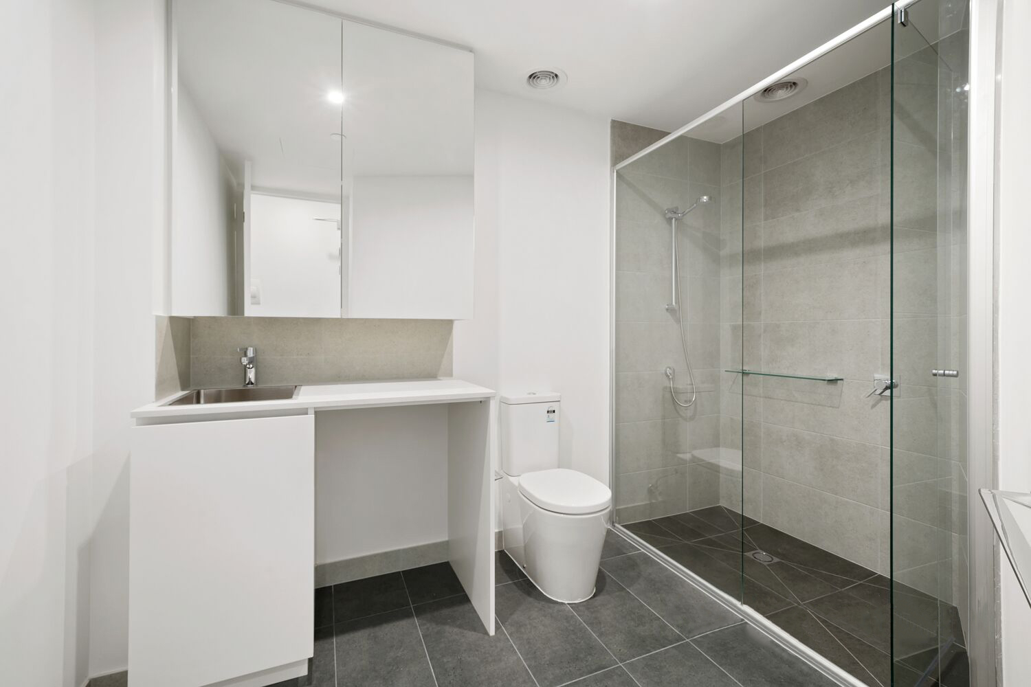 206-108-munster-terrace-north-melbourne-student-accommodation-Melbourne-Bathroom-Unilodgers