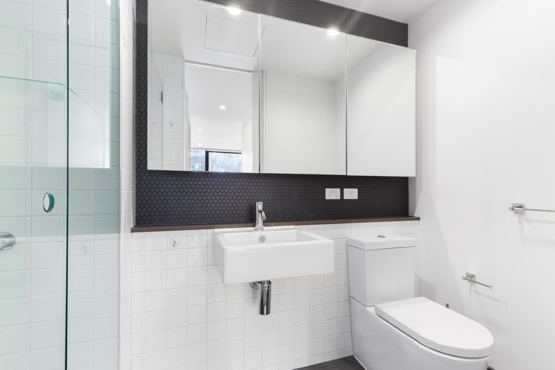606-97-flemington-road-north-melbourne-student-accommodation-Melbourne-Bathroom-Unilodgers