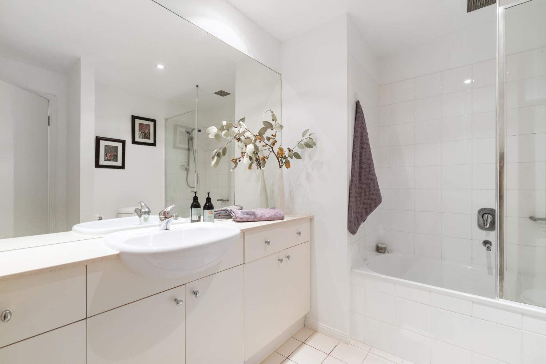30/6-Graham-Street-Port-Melbourne-Student-Accommodation-Melbourne-Bathroom-Unilodgers
