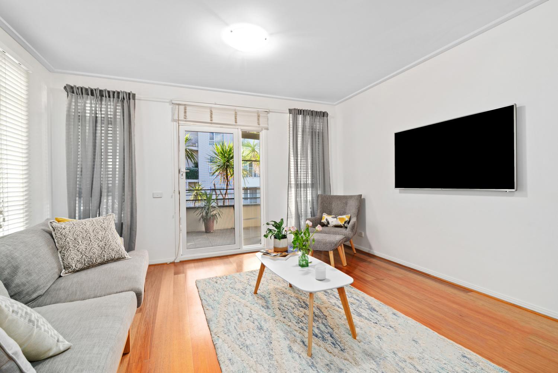 30/6-Graham-Street-Port-Melbourne-Student-Accommodation-Melbourne-Living-Area-Unilidgers