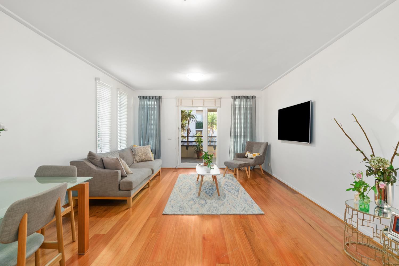 30/6-Graham-Street-Port-Melbourne-Student-Accommodation-Melbourne-Living-Area-Unilodgers
