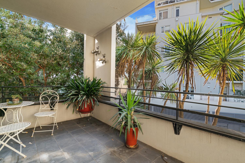30/6-Graham-Street-Port-Melbourne-Student-Accommodation-Melbourne-Balcony-Unilodgers