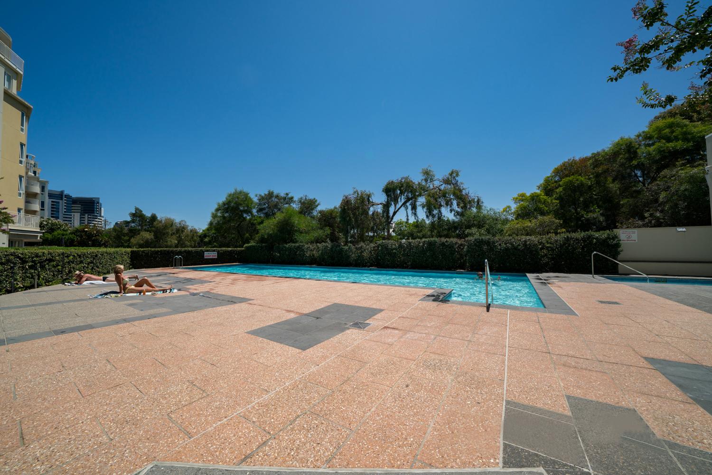 30/6-Graham-Street-Port-Melbourne-Student-Accommodation-Melbourne-Swimming-Pool-2-Unilodgers