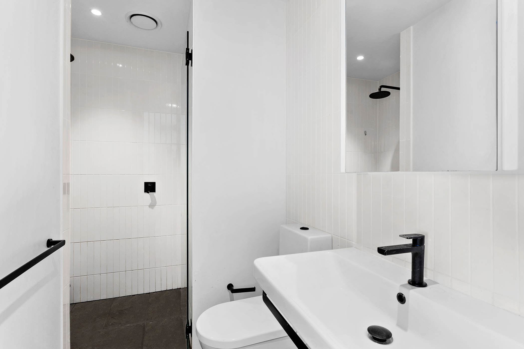 104/518-Swanston-Street,-Carlton-Student-Accommodation-Melbourne-Bathroom-Unilodgers
